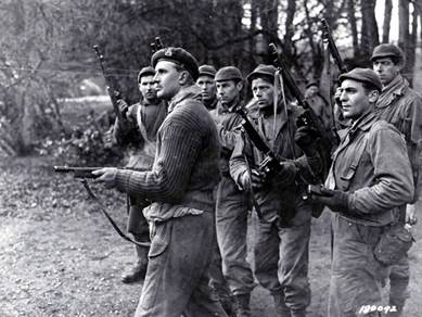 https://assets.americanrifleman.org/media/3315573/7-thompson-us-rangers-brit-commando-late-spring-42.jpg?width=650&height=488